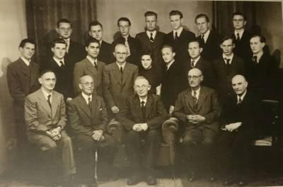 Wg Eichinger 1 Abiturjahrgang 1948 Ernst Eichinger II.Reihe, vierter von rechts